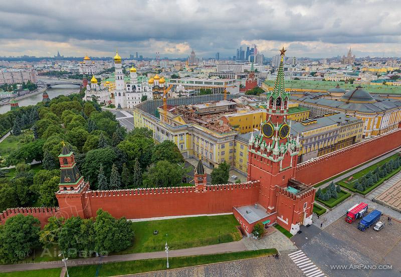 Спасская башня Кремля — вещь,