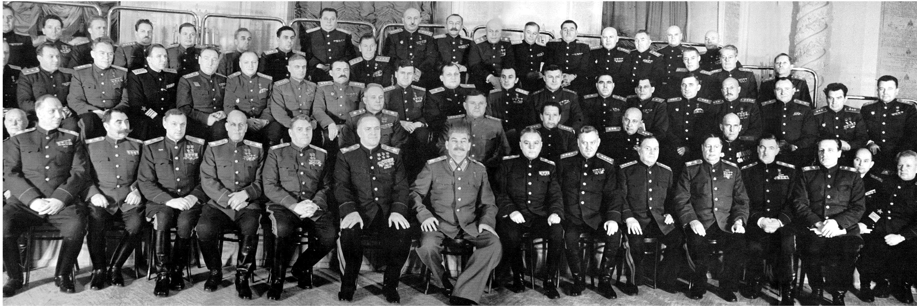 Сталин с военными